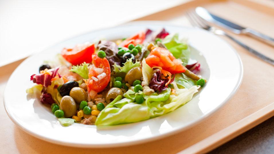 Restauration : assiette de crudités